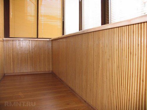 Отделка балкона бамбуком