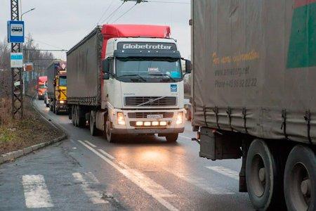 Дальнобойщики по всей России устроили массовые акции протеста