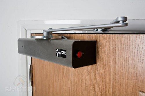 Дверные доводчикивиды, устройство имонтаж