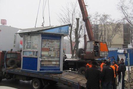В Москве начался снос незаконных торговых объектов