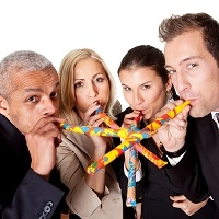 Компенсация расходов работника на участие в корпоративных мероприятиях облагается НДФЛ
