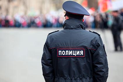 Наделить полицейских правом, объявлять обязательные для исполнения предостережения