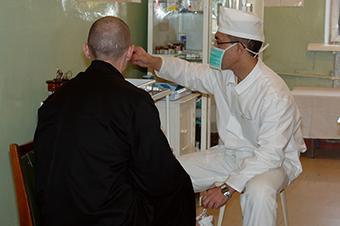Минюст хочет разрешить заключенным иметь при себе медицинские документы