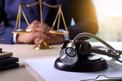 Презумпция вины причинителя вреда в деле о взыскании компенсации за смерть пациента