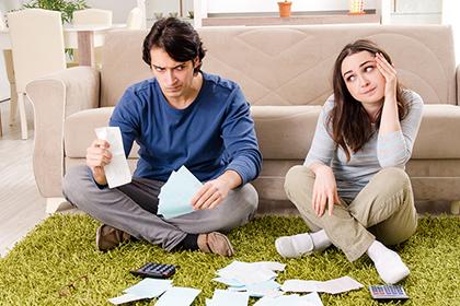 Когда супруг должника несет бремя расходов