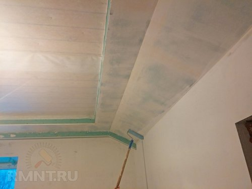 Как наклеить стеклохолст на потолок своими руками