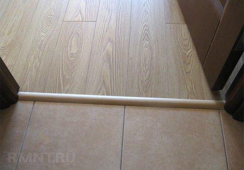 Как сделать стык плитки, ламината и других напольных покрытий