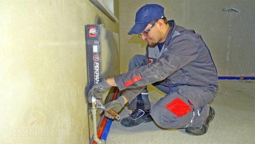 Монтаж радиатора с боковым нижним подключением