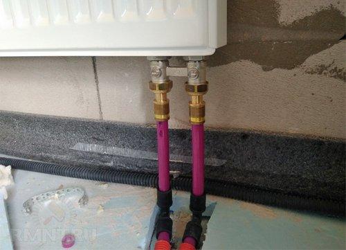 Нижнее подключение радиатора трубами PEX