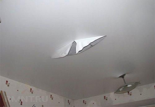 Ремонт натяжных потолков. Дырка и порез на полотне