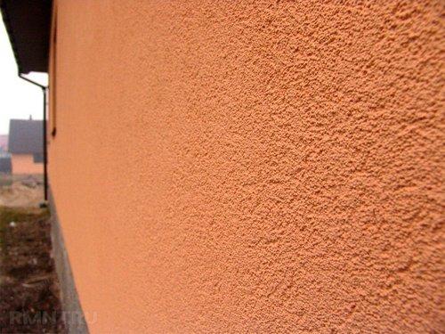 Ремонт отслаивающейся штукатурки на фасаде дома